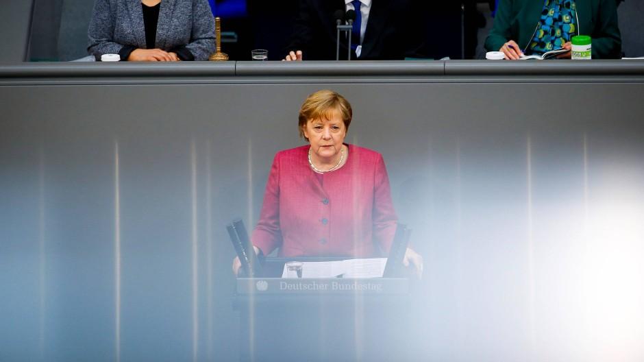 Angela Merkel am 16. April im Bundestag in Berlin