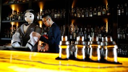 Ein Roboter als Barkeeper