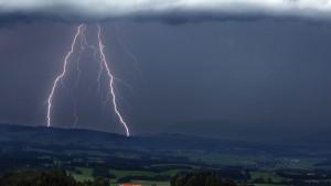 Blitzeinschlag in Rheinland Pfalz verletzt 33 Menschen