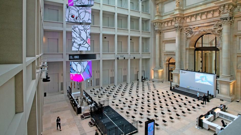 Innen Neorazionalismo, außen Neorazionalismo und dazwischen eine dünne Schicht Barock: Blick in das Foyer des Humboldt-Forums.