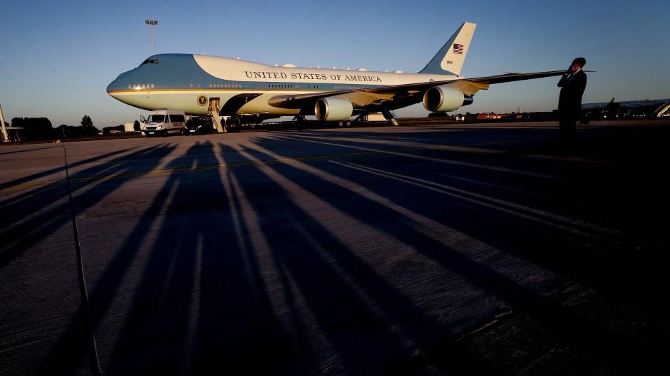 Vor dem NATO-Gipfel am Montag landet die Air Force One am Sonntagabend mit US-Präsident Joe Biden an Bord auf dem Militärflughafen in Melsbroek.
