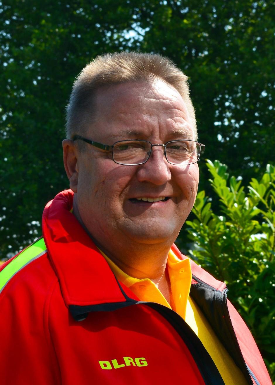 Achim Wiese, Jahrgang 1960, ist Pressesprecher der Deutschen Lebens-Rettungs-Gesellschaft (DLRG). Zuvor war er Rettungsschwimmer sowie Ausbilder in der Schwimm- und Rettungsschwimmausbildung der DLRG und Mitglied im Präsidium des Bundesverbandes.