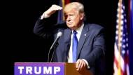 Trump holt gegenüber Clinton auf
