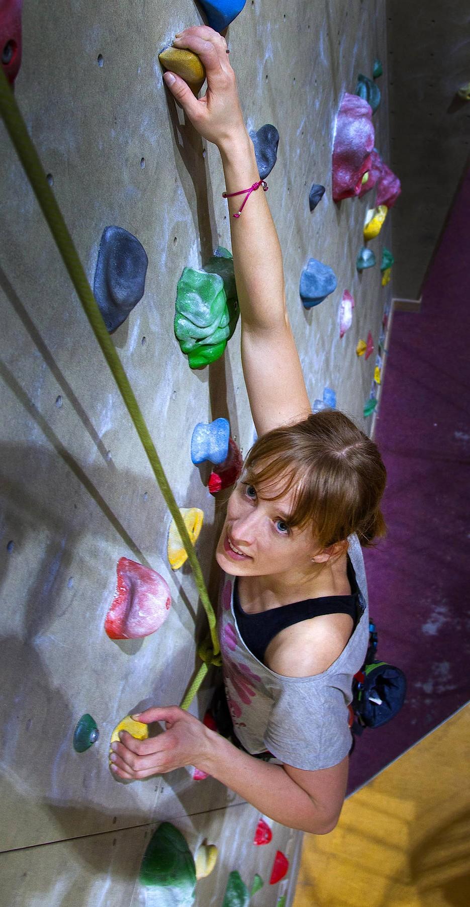 Insa Thiele-Eich beim Klettertraining in Bonn