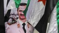 Die Syrer, die dieses Plakat aufgehängt haben, vertreten wohl eine andere Meinung als die amerikanische Regierung (Archivbild).