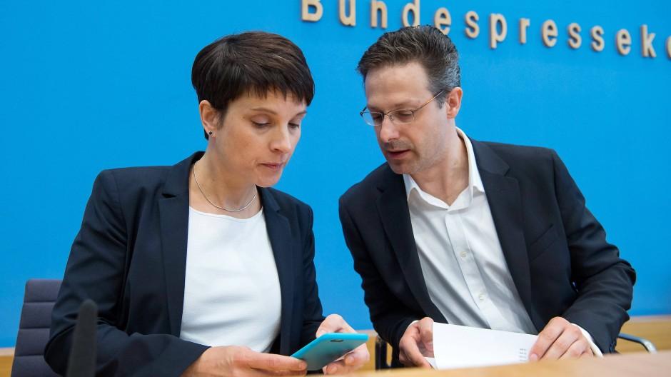 Frauke Petry und Marcus Pretzell 2017 bei einer Pressekonferenz in Berlin