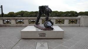Lionel Messi fehlt eine halbe Körperlänge