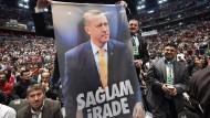 Schon im Jahr 2014 huldigten türkische Erdogan-Anhänger in Köln ihrem Präsidenten.