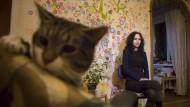 Russischer Wallraff: Ljudmila Sawtschuk im April in ihrer Wohnung in Sankt Petersburg.