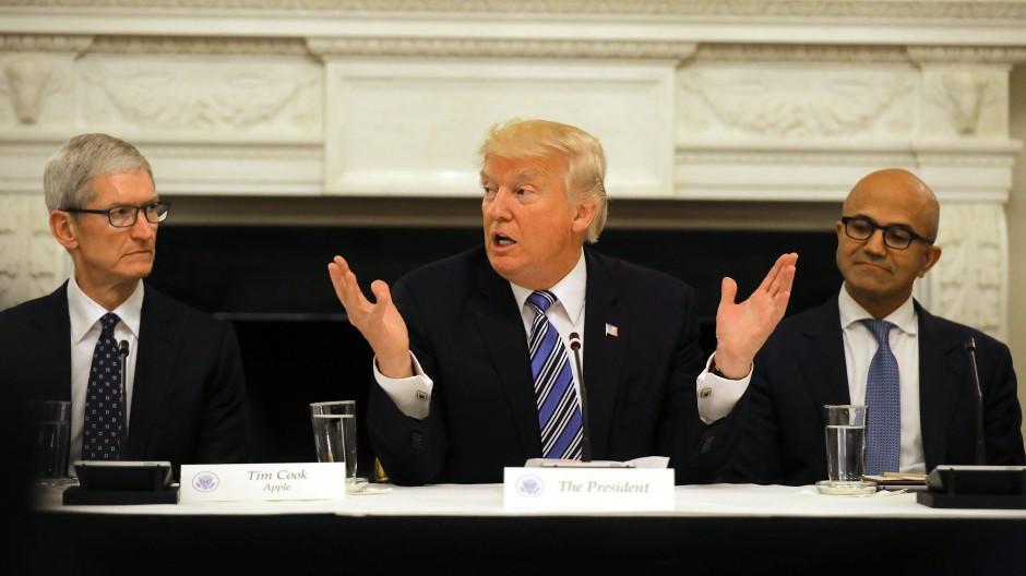 Kein Mann der Wirtschaft mehr: Amerikas Präsident Donald Trump beim Gipfel mit den Unternehmensgrößen seines Landes.