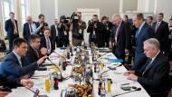 Wie weiter mit Trump und dem Westen?, fragen sich die Teilnehmer an der 53. Münchner Sicherheitskonferenz.