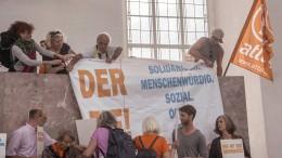 Attac-Aktivisten besetzen Paulskirche