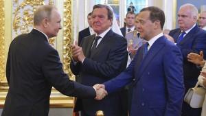 Schröder gratuliert Putin als einer der Ersten