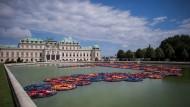 Kunstprojekt von Ai Weiwei mit Schwimmwesten von Flüchtlingen