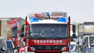 Senioren verlassen brennenden Reisebus unverletzt
