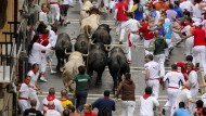 Hochgefährlich: Stiere in der Menschenmenge im spanischen Pamplona