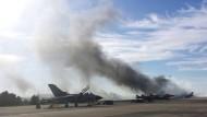 Kampfjet stürzt ab und tötet zehn Soldaten