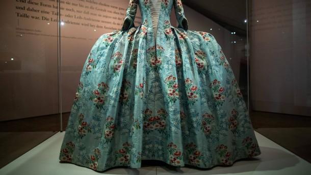 Ein Kleid aus dem Koffer