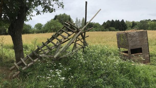 Mehrere Hochsitze im Rhein-Main-Gebiet zerstört