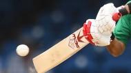 Mit flachem Holz auf runden Ball: Auch in Deutschland wird immer mehr Cricket gespielt