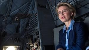 Bundeswehrverband fordert Stellungnahme von Merkel