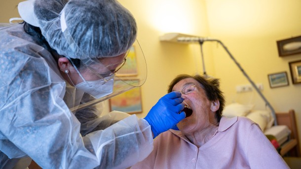 RKI meldet knapp 23.000 Neuinfektionen