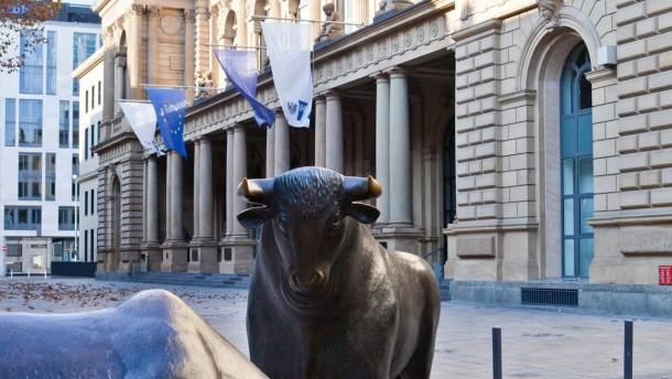 Verunsicherte Anleger wagen sich an Aktien