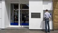 Die Deutsche Bank verlangt mehr am Geldautomaten