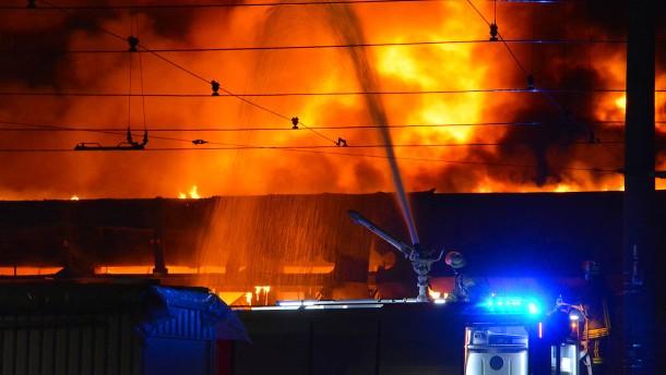 Millionenschaden nach Großbrand in Düsseldorf