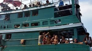 Malaysia weist Boote mit Hunderten Flüchtlingen ab