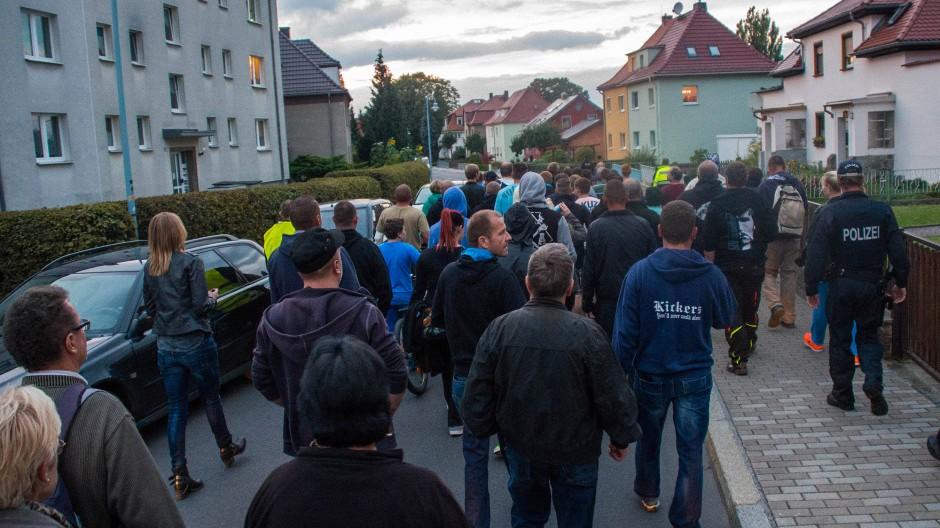 Der Protestzug in Bischofswerda, bevor er die Unterkunft erreichte