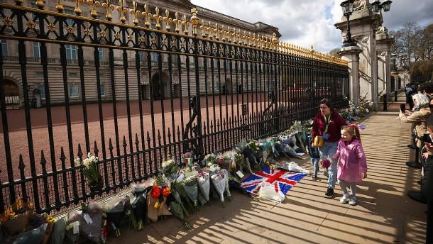 """Johnson: """"Wir trauern heute mit Ihrer Majestät, der Königin"""""""