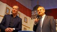Klaus Brodführer (rechts), früherer Bürgermeister in Schleusingen, mit dem früheren Boxer Henry Maske