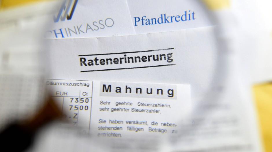 Bei kleinen Forderungen von bis zu 50 Euro dürfen die Inkassokosten künftig nicht höher ausfallen als die Forderung selbst.