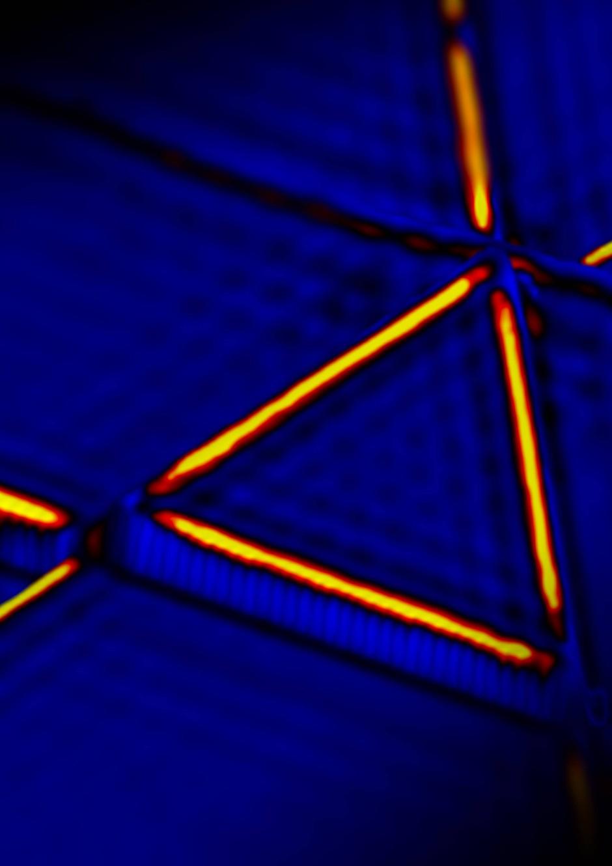 Leitende Kanten in topologisch isolierendem Bismut unter dem Raster-Tunnelmikroskop.