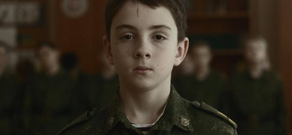 Erziehung zum Befehlsempfänger: Ein uniformierter Garde-Kadett lauscht den Belehrungen des Offiziers.