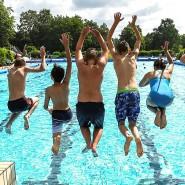 Ab ins Wasser! Sommerferien haben Schüler und Eltern dann am liebsten, wenn das Wetter auch mitspielt.
