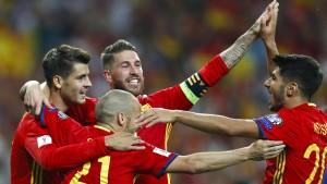 Spanien schüttelt Italien ab, Kroatien-Spiel abgebrochen