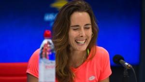 Tennisspielerin zieht Shirt aus – und wird verwarnt