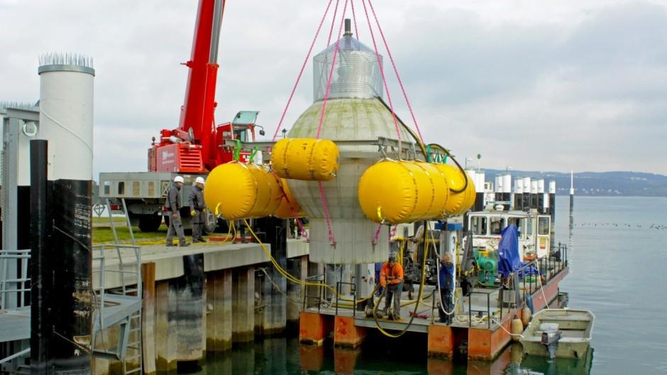 Ein 3 Meter großer Pumpspeicher wird im Bodensee versenkt