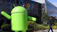 Die grüne Figur, das Maskottchen von Android, hat diverse Konkurrenten in die Abhängigkeit von Google getrieben.