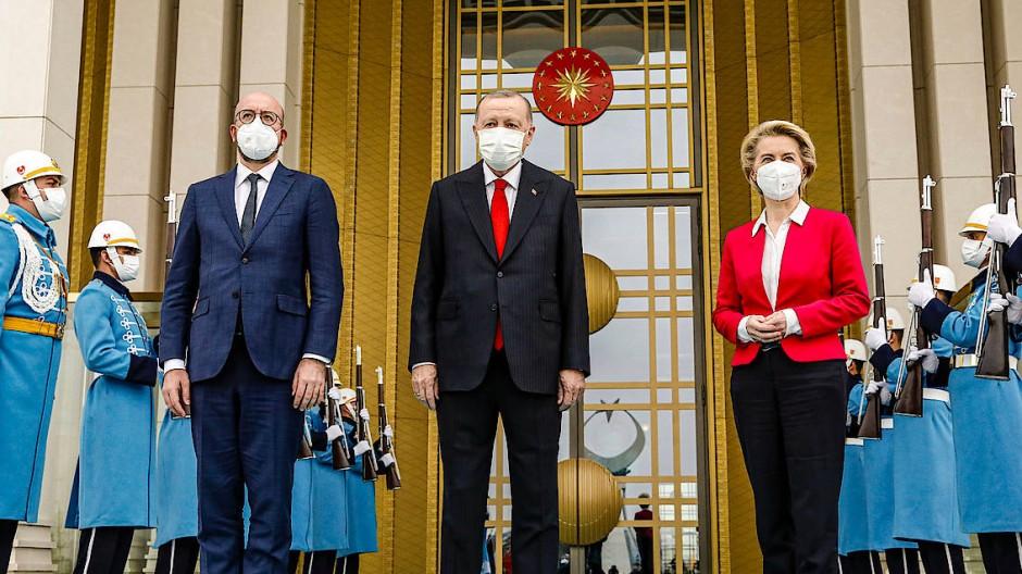 Der türkische Präsident Tayyip Erdogan empfängt am 6. April in Ankara Ursula von der Leyen und Charles Michel.