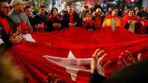 Politiker nehmen Deutsch-Türken in die Pflicht