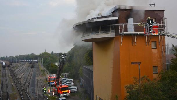 Feuer legt Bahn-Fernverkehr lahm