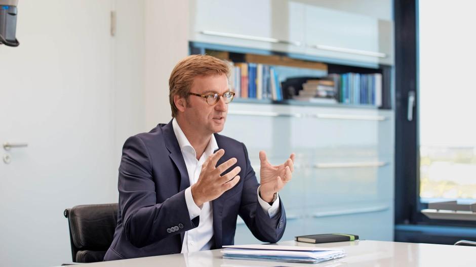 Uwe Schroeder-Wildberg,56, ist seit 2004 Vorstandsvorsitzender des Finanzdienstleisters MLP.