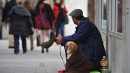 Wie spenden wir richtig? Beim effektiven Altruismus trifft Philanthropie auf Zahlen und Statistiken.