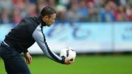 Auf Ballhöhe: Zum 45. Geburtstag wäre eine Überraschung gegen die Bayern für den Frankfurter Fußballlehrer Kovac nicht schlecht.