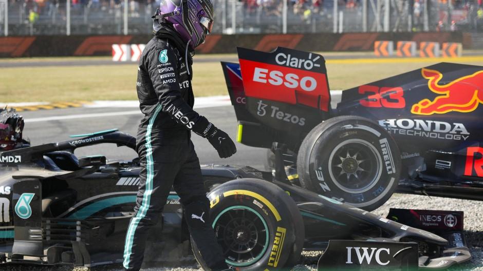 """""""Erst wenn du so etwas erlebst, kriegst du einen Schock"""" Lewis Hamilton auf der Rennbahn nach dem Zusammenprall mit Max Verstappen"""