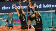 Kein Durchkommen: Für die Spielerinnen des VC Wiesbaden geht es nicht hoch hinaus.