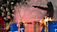 Beim Hinspiel in Frankfurt im Dezember verbrannten Eintracht-Fans eine Darmstadt-Fahne.